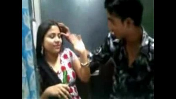 Teacher mulaiyai maanavan thadavi liplock seigiraan - Tamil sex videos