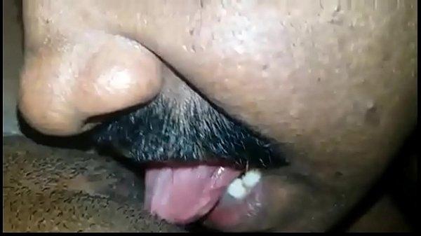 Thanthai magal kuthiyil naku podugiraar - Homemade sex video