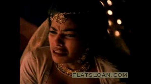 Arasan arasi virgin kuthiyai oothu kizhikiraan - sex film