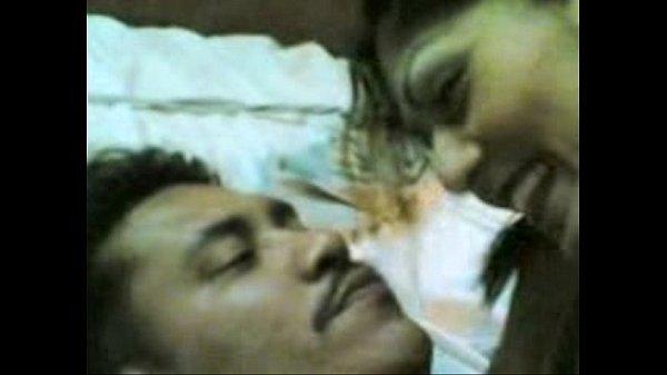 Coimbtore aunty ookum pozhuthu ilamaiyaaga munarugiraal - sex video