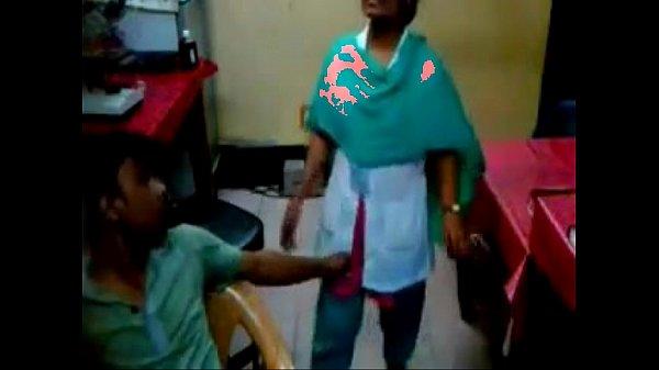 Thirumanam aana nursin kuthiyil kai vaithu muudu eetrugiraan