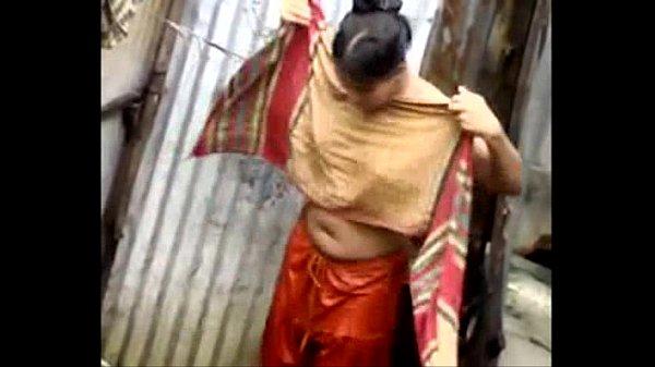 Manaivi aadai aniyum pozhuthu mulai kuthi sexyaaga therigirathu - Hidden