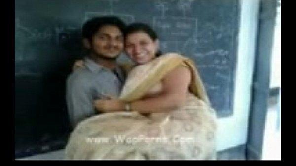 Sexiyaana tamil teacher nirvaana mulaiyai pisaigiraal - sex video