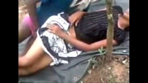 Ilam pathumaiyai kavuthu vaithu kuthiyil ookiran - sex video
