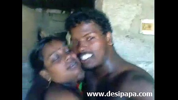 Karupu kozhunthan anni mulaiyai sappi umba vidugiraan - sex video