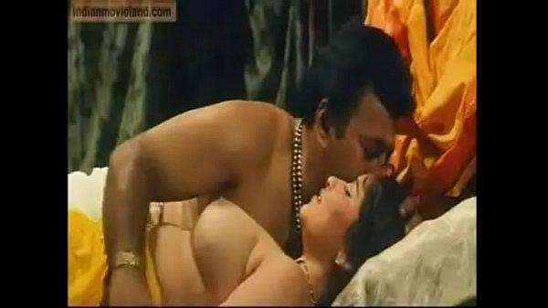 Sexyaana aunty mulaiyai thadavi suvaikum kanavan - sex video