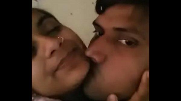 Anniyai sexyaaga mulaiyai kanbithu kuthiyil ookiran - sex video