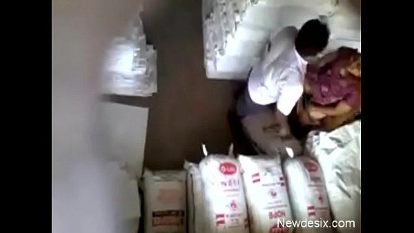 Sexiyaaga owner manaivi kuthiyil naaku potu oothu kanju edukiran - Hidden