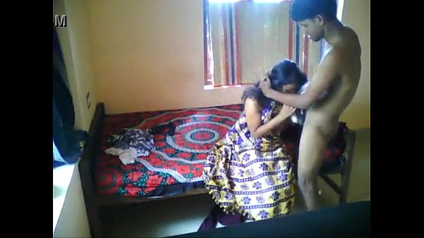 Sexyaaga mulaiyai kanbithu umbi doggy nilaiyil seigiral - sex video