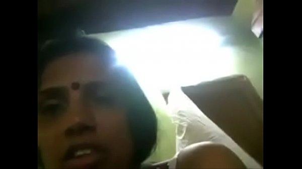 Periya mulaiyai kanbithu manaivi umbi vidugiral - sex video