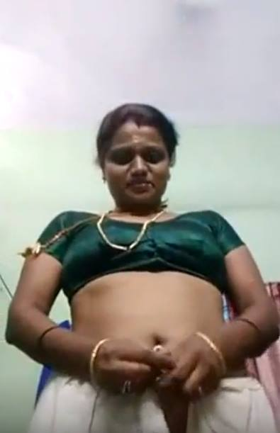kavarchi-aunty-veetinil-aadaikal-kalatruthal