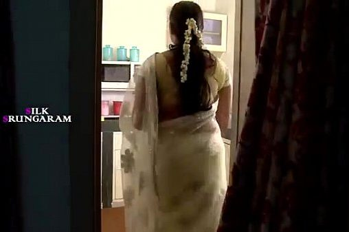 Tamil Anni Sex kozhunthan Seixyaaga Thadavi Sex Seigiraan