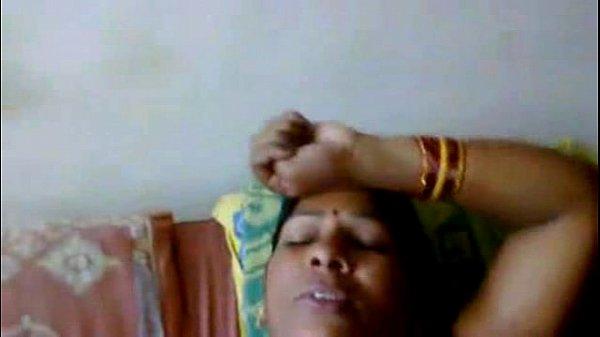 Tamil aunty affair manaivi vaazhai pazha sunniyai umbi ookiraal
