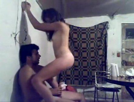 Tamil couple nudedaga kuthiyil vegamaaga oothu kanjai irakum sex video