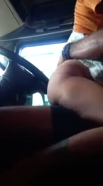 Odum vandiyil pennin kundiyil tamil car sex video