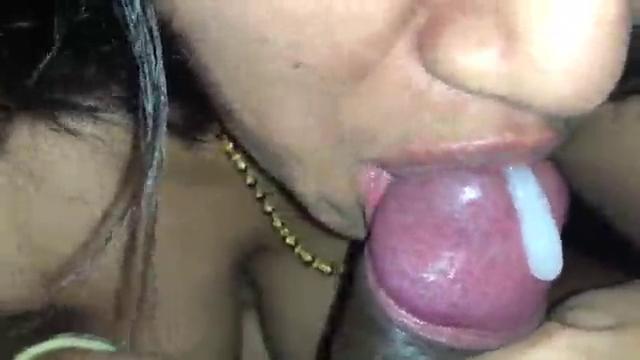 Chennai tamil wife ganga sunniyai sapppi kanjai kudikum sex video