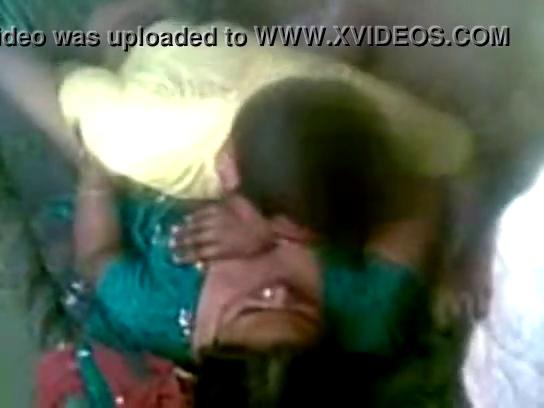 Aunty vibachaariyai ilamaiyanaa paiyan matter podum sex video