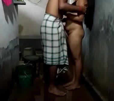 Tamil anni sex mulaiyai mutti potu sapum kozhunthan