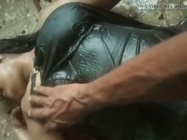 Anniyai romantic moodil kamam seiyum tamil bath sex