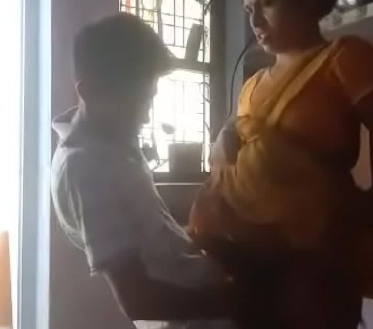 Magan tamil mom kuthiyil cow nilaiyil ookum sex video