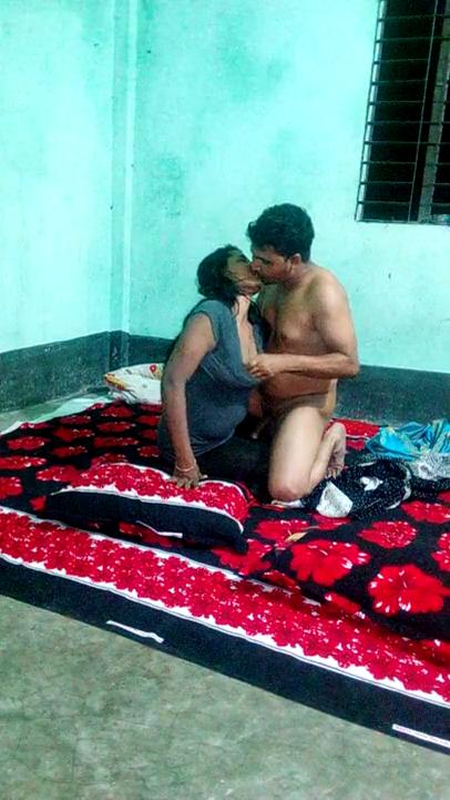 Iravil thirutu ollu adikum aunty pollachi sex video
