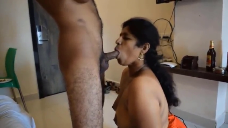 OYO roomil thirutu paiyanuku aunty porn video