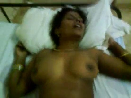 Madurai tamil wife mulai kulunga oothu munarum sex video
