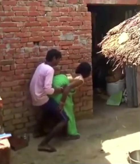 Saree thukkikondu nirkum pennin outdoor tamil village sex