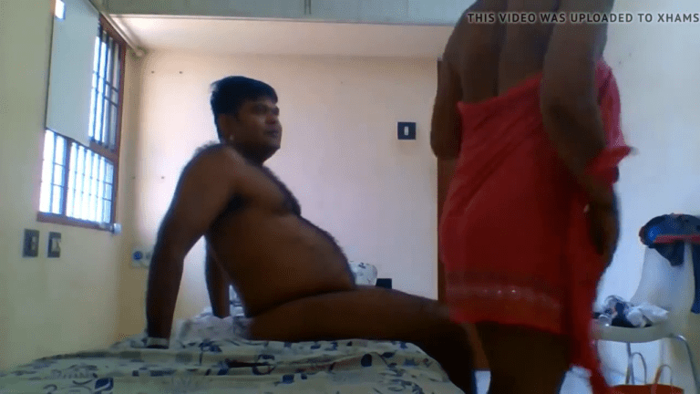 Magalin thozhiyai roomil kamam seiyum hotel sex video