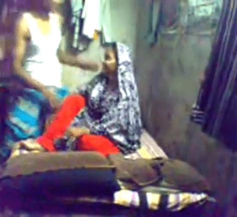 Anniyai kiss seithu kuthiyil oothu kanju irakum tamil village sex video