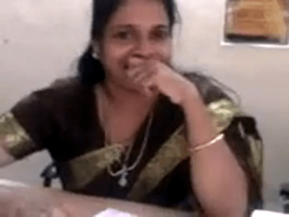Tamil teacher pudavaikul kai vitu mulai pisaiyum tamil saree sex videos