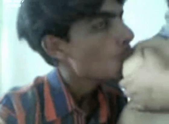 Tamil aunty mallu mulaiyil paal kudithu paiyan kuthiyai nakum sex video