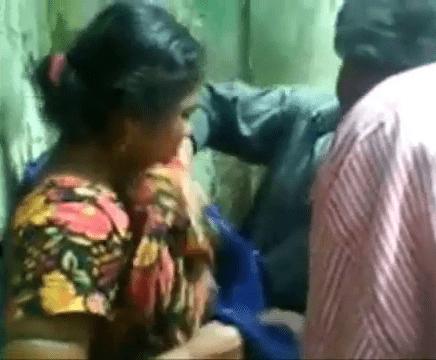 Mallu kozhutha aunty vibachariyai mulai kasaki ookum tamil village sex videos