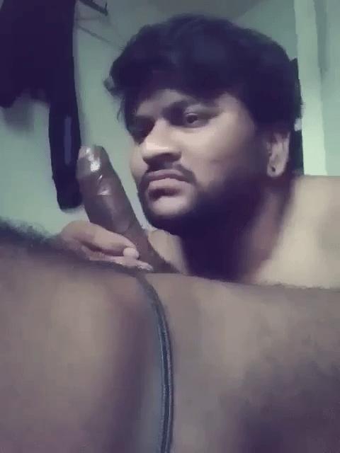 Chennai aan tamil pesi oombi kanjai urinthu kudikum tamil gay sex videos