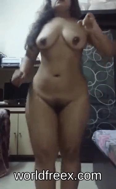 Tamil big ass aunty sexyaaga structure kanbithu moodu eatrum tamil nude dance videos