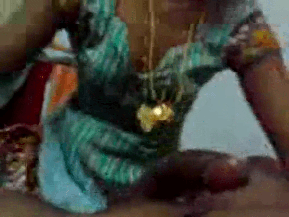 Manaivi kanavan poolai sappi oombi kanjai kudikum tamil live sex videos