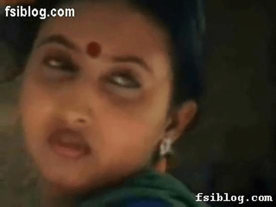 Nadigai santhiya idupil kai vaithu thadavi mulai sappum tamil actress sex video