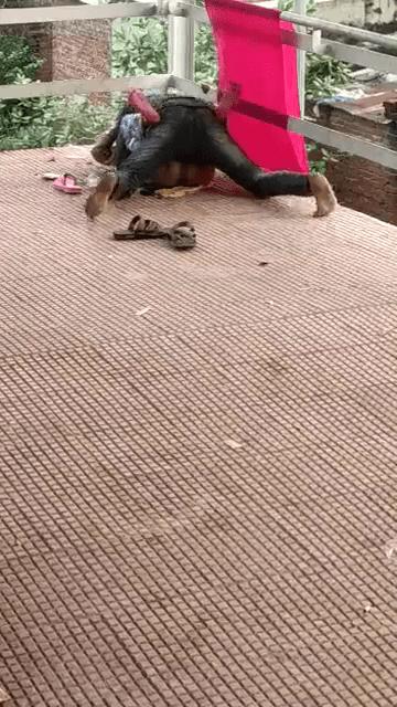 Railway Platparathil pombalaiyai matter podum kamavariyan tamil outdoor sex