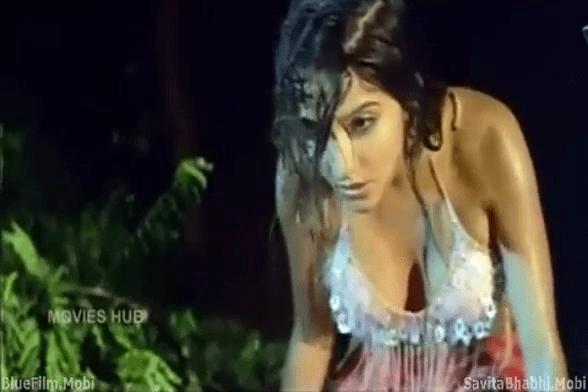 Adai mazhaiyil mulai kanbithu tamil pesi kiss seithu sex seiyum tamil sex padam