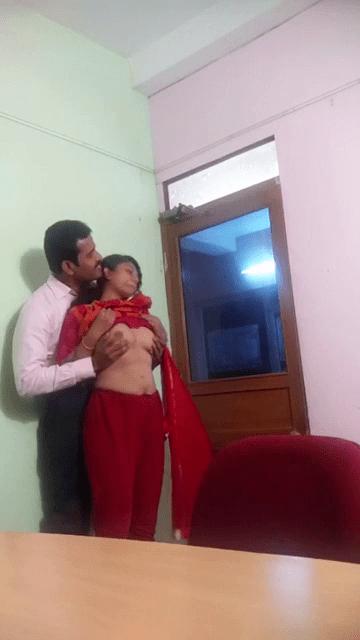 Proffeser maanavi kuthiyai thadavi naaku potu kaai adikum tamil teacher sex video