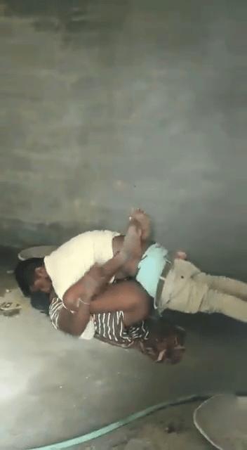 Velaikaaranuku panam koduthu soothil ookum tamil gay sex videos
