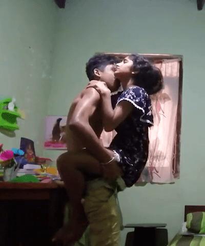 19 vayathu pennai thukivaithu oothu oomba vidum tamil teen sex video