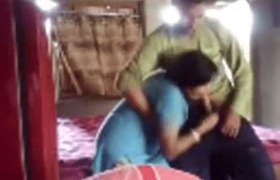 Soothai pisainthu mulai sapi poolai oombavidum tamil aunty sex video