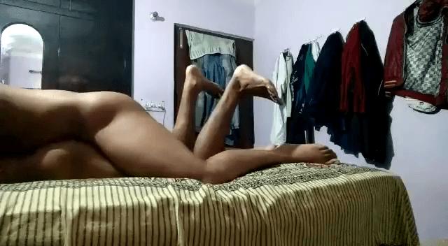 Pennai oopathu pola kavuthupotu soothil ookum tamil gay sex videos
