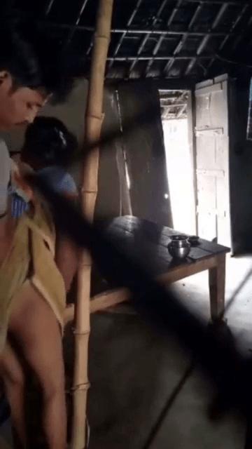 Anniyai ooba vaithu oothu kanjai irakum tamil village sex video