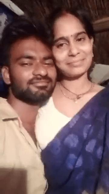 Tamil aunty romance sex veriyaaga lip lock kiss adikiraal
