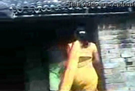 Tamil village sex iru ilam aangal manaiviyai enjoy seiyum video