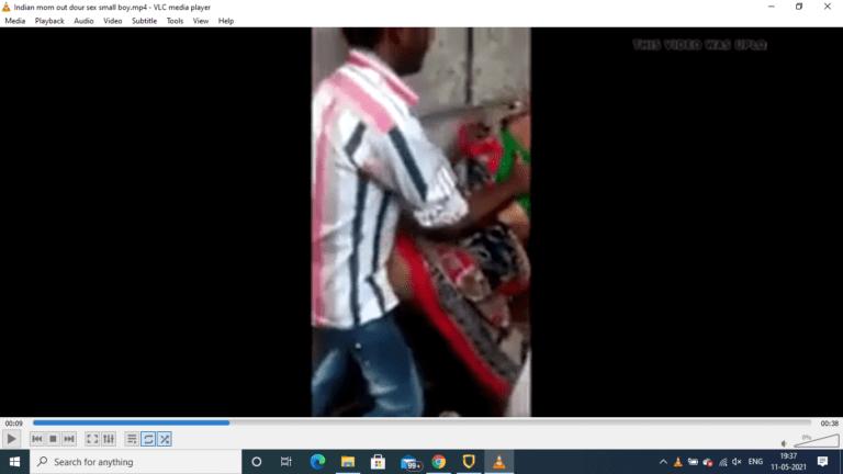 Saree thukki katti public place aunty tamil outdoor sex