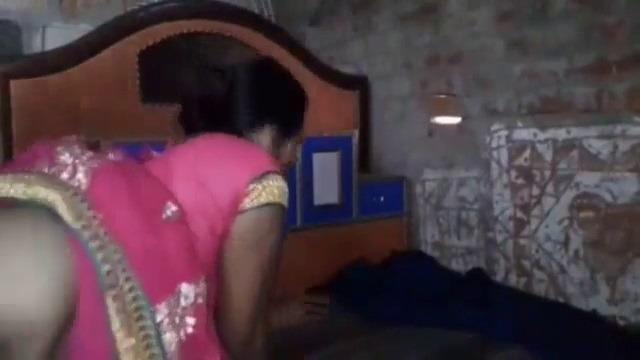 Tamil saree sex wife kuthiyil doggy nilaiyil ookum video