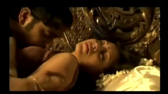 Manaiviyai romance seithu anubavaikum tamil sex first night video